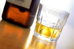 szklankę whisky. obraz stock