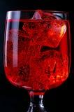 szklanki lodu na czerwono drinka Obrazy Royalty Free