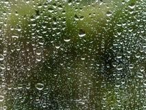 szklanki wody krople okno obraz royalty free