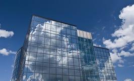 szklany budynek odzwierciedla niebo Zdjęcia Royalty Free