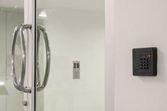 Szklany drzwi z klawiaturą Zdjęcie Stock