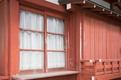 Szklany okno na starym czerwień domu Fotografia Stock