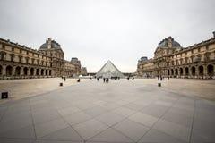 Szklany ostrosłup, louvre muzeum, Francja obrazy royalty free