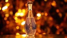 Szklany pachnidło butelki bokeh hd złocisty materiał filmowy zbiory wideo