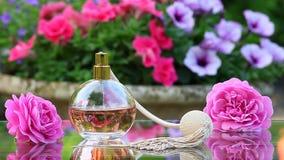 Szklany pachnidło kiści lata ogród zdjęcie wideo