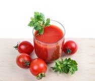Szklany pełny świeżo przygotowany pomidor obraz stock