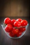 Szklany puchar czereśniowi pomidory Fotografia Stock