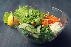 Szklany puchar z cutted warzywami dla sałatki Zdjęcie Stock
