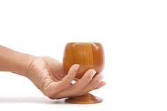 szklany ręki mienia drewno Zdjęcia Stock