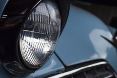 SZKLANY reflektor rocznika błękita samochód zdjęcia stock