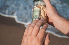 Szklany słój z pieniądze w ręce Obraz Stock