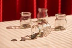 szklany słoik monety butelki pojęcia dolarowi pieniądze oszczędzania obraz royalty free