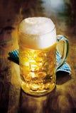 Szklany tankard zimny złoty ale lub piwo Zdjęcia Stock