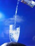 szklany wylewać wodę Obrazy Stock