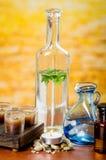 Szklanych butelek olejów świeczki mydlą kamienia zdrój Obrazy Royalty Free