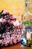 Szklanych butelek olejów kamieni zdroju pojęcie Zdjęcie Royalty Free