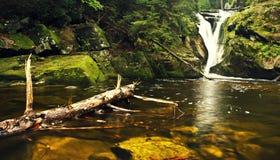 Szklarka vattenfall Arkivfoton