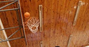 Szkoła średnia dzieciaki bawić się koszykówkę zbiory wideo