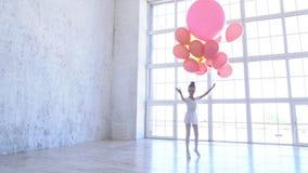 Szkoła baletowa Baletnica z różowymi kulkami zdjęcie wideo