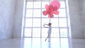 Szkoła baletowa Baletnica z różowymi kulkami zbiory
