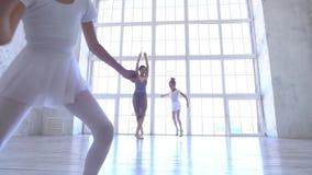 Szkoła baletowa Małe baleriny uczą się tańczyć Piękny widok zbiory