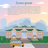 Szkoła, klasyka lekki beżowy ceglany dom z czerwień dachem, zegar, flaga, gazon i szkoła, zieleniejemy royalty ilustracja