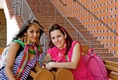 szkoła wyższa żeńscy ucznie dwa Zdjęcia Royalty Free