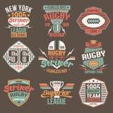 Szkoła wyższa drużynowego futbolu amerykańskiego rocznika retro emblematy Zdjęcie Royalty Free