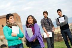 szkoła wyższa ucznie etniczni wielo- zdjęcie stock