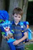 Szkoła zaczyna przy jego pierwszy dniem przy szkołą, chłopiec Zdjęcia Stock
