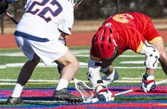 Szkoły średniej lacrosse face-off fotografia stock