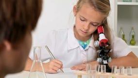 Szkoły podstawowej chemii klasa - dzieciaków eksperymentować zbiory wideo