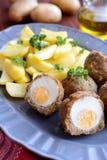 Szkoccy jajka z gotowanymi grulami obrazy stock