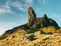 Szkocki skalisty krajobraz w Skye wyspie stary storr człowieku Fotografia Stock