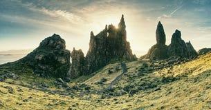 Szkocki skalisty krajobraz w Skye wyspie stary storr człowieku Zdjęcie Stock