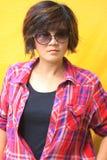 szkockiej kraty portreta koszula kobiety Zdjęcia Stock