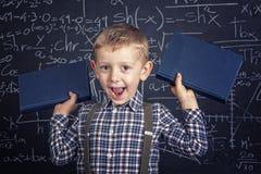 Szkolna chłopiec i blackboard Zdjęcia Royalty Free