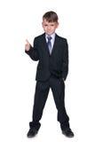 Szkolna chłopiec trzyma jego kciuk up obrazy stock