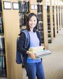 Szkolna dziewczyna z książkami obrazy stock
