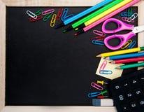Szkolne dostawy i blackboard Zdjęcia Royalty Free