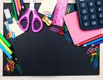 Szkolne dostawy i blackboard Fotografia Stock
