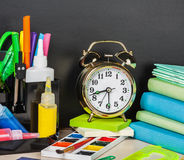 Szkolne dostawy na biurku Fotografia Stock