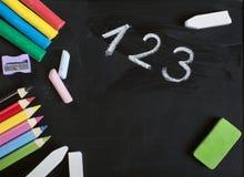 Szkolne dostawy na blackboard zdjęcie stock