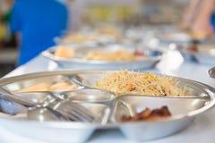 Szkolnego lunchu set, kluski i kurczaka ustalony lunch dla podstawowego st, Zdjęcia Royalty Free