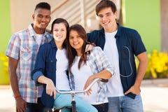 Szkolni ucznie outdoors fotografia stock