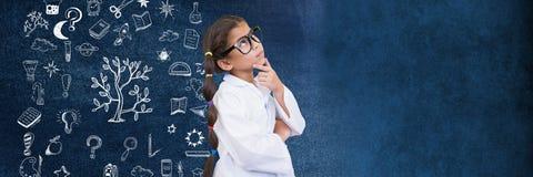 Szkolny dziewczyna naukowiec i edukacja rysunek na blackboard dla szkoły zdjęcie stock