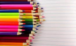 Szkolny notatnika koloru ołówków tło Fotografia wizerunek zdjęcie stock
