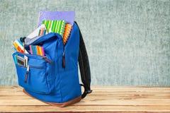 Szkolny plecak z materiały, zakończenie widok zdjęcia royalty free