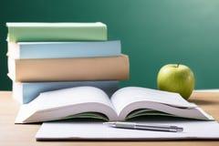Szkolny podręcznik Na biurku zdjęcie stock