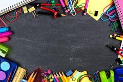 Szkolnych dostaw rama na chalkboard Obraz Stock